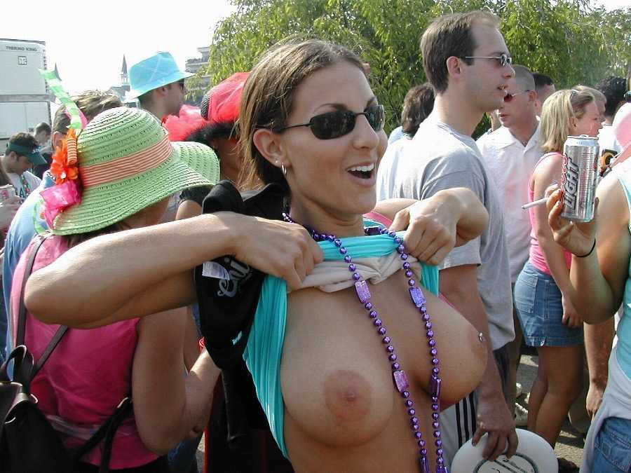Boobs their flashing gras mardi girls